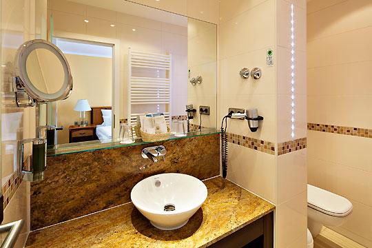 Kaiser spa hotel zur post bansin k nig b der for Badideen 2015