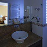 Licht-Design spielt bei der Modernisierung von Hotelbädern eine wichtige Rolle.
