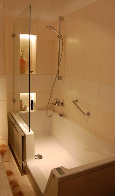 privatbad in dresden k nig b der. Black Bedroom Furniture Sets. Home Design Ideas