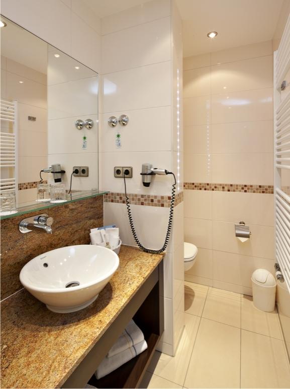hotelbad danke k nig b der. Black Bedroom Furniture Sets. Home Design Ideas