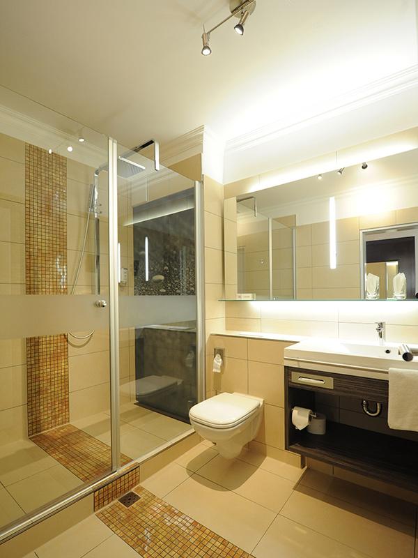 hotelbad anfrage k nig b der. Black Bedroom Furniture Sets. Home Design Ideas