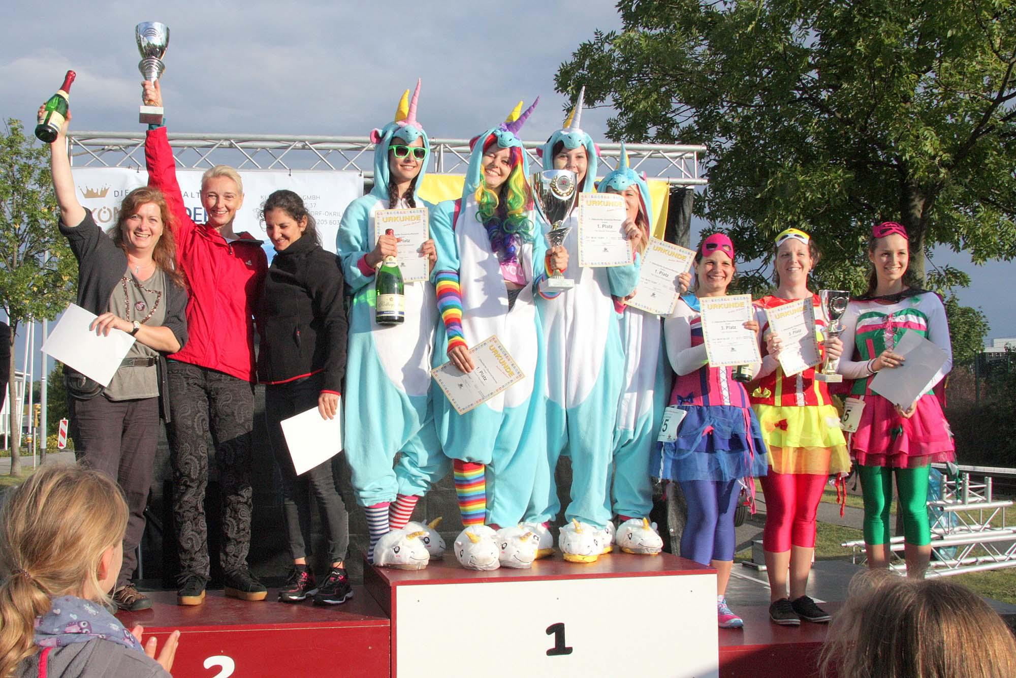 The-Unicorn-Racingteam-auf-dem-Siegertreppchen