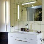 Musterbad Natur: Waschtisch mit Lichtspiegel