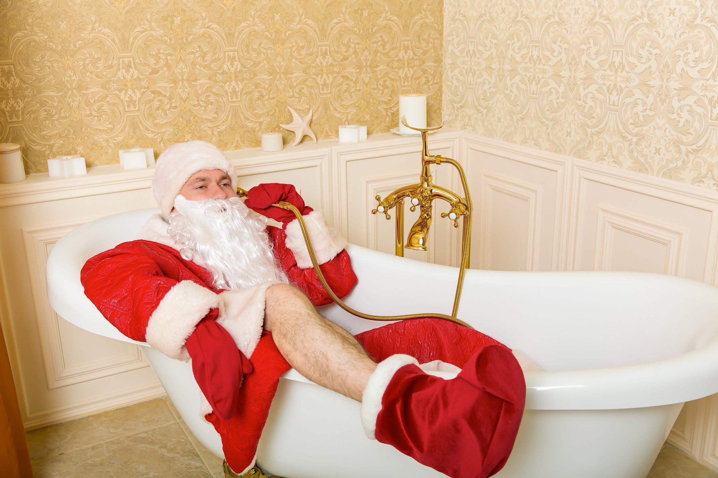 Auch der Weihnachtsmann liebt das gemütliche Bad in der Wanne.